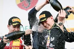 第三场比赛获胜者: 米克·舒马赫, Van Amersfoort Racing