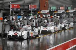 #17 Porsche Team 919 Hybrid Timo Bernhard, Mark Webber, Brendan Hartley and #18 Porsche Team 919 Hyb