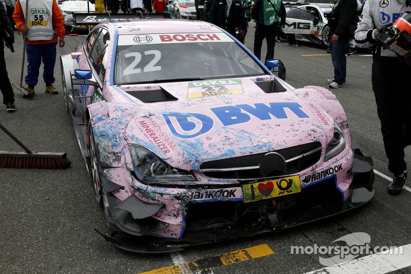 Das Auto von Lucas Auer, ART Grand Prix, Mercedes-AMG C63 DTM, nach einem Unfall in der Aufwärmrunde