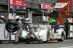 #18 Porsche Team Porsche 919 Hybrid: Ромен Думас, Ніл Яні, Марк Ліб