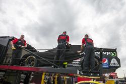 Das Auto von Jeff Gordon, Hendrick Motorsports, Chevrolet, wird abgeladen