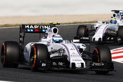 Susie Wolff, Williams FW37 piloto de desarrollo lidera a su compañero de equipo Felipe Massa, Willia
