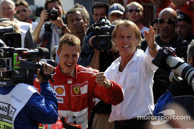 Переможець гонки Міхаель Шумахер святкує з Лукой ді Монтедземоло