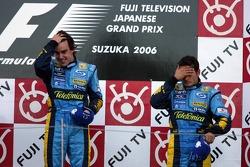 Подіум: переможець гонки Фернандо Алонсо та Джанкарло Фізікелла