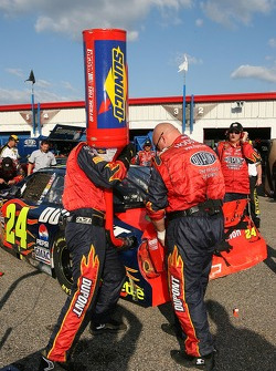 Dupont Chevy crew members refuel the car of Jeff Gordon