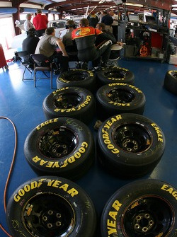 Kerry Earnhardt discusses with DEI engineers