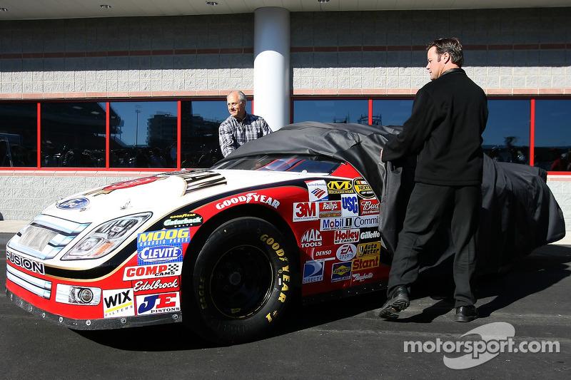 Conférence de presse de Robby Gordon Motorsports : Robby Gordon et Dan Davis dévoilent la Ford Fusion du Robby Gordon Motorsports