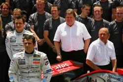 McLaren Mercedes team photo: Pedro de la Rosa poses with McLaren Mercedes team members