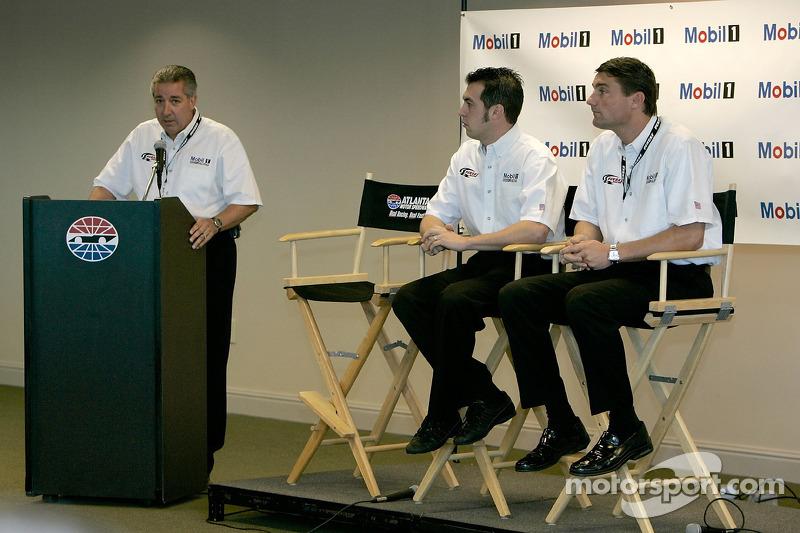 Conférence de presse : Sam Hornish Jr., Pat DiDomenicis, Motorsport Manager de la zone Amérique pourMobil Oil, et Tim Cindric, Président de Penske Performance Inc.