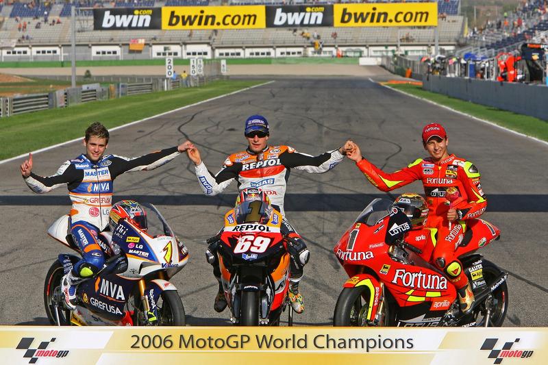 Переможці чемпіонату світу MotoGP 2006 року: чемпіон класу 125 куб.см Альваро Баутіста, чемпіон Moto
