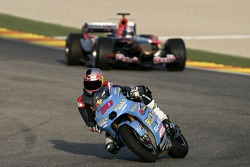 Vitantonio Liuzzi ve John Hopkins ve STR1