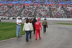 Terry, Kim and Christi Labonte take the final pre-race walk