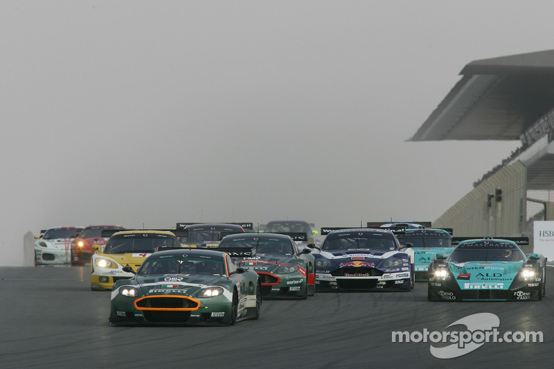 Start: #23 Aston Martin Racing BMS Aston Martin DBR9: Matteo Malucelli, Fabio Babini leads the field