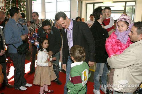 Ferrari celebra la Navidad con niños