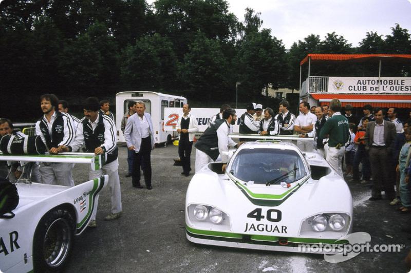 #40 Jaguar Group 44 Jaguar XJR 5: Brian Redman, Hurley Haywood, Jim Adams
