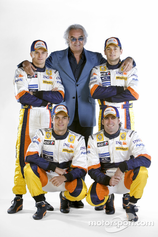 Heikki Kovalainen; Nelson A. Piquet; Riccardo Zonta; Giancarlo Fisichella; und Flavio Briatore, Renault