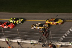 Restart: Kevin Harvick and Kurt Busch lead the field