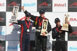 Podium: race winner Nico Hulkenberg with Robbie Kerr and Matt Halliday