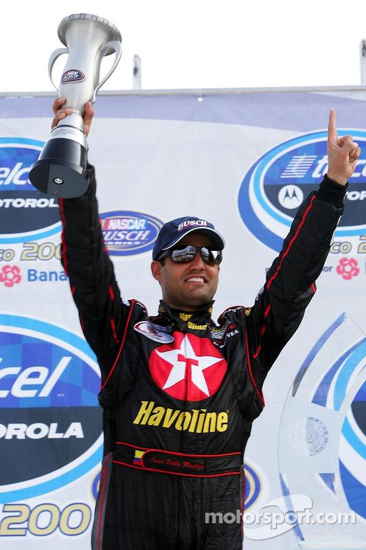 Le vainqueur Juan Pablo Montoya fête sa victoire
