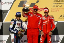 Podium: race winner Casey Stoner with Valentino Rossi and Federico Minoli