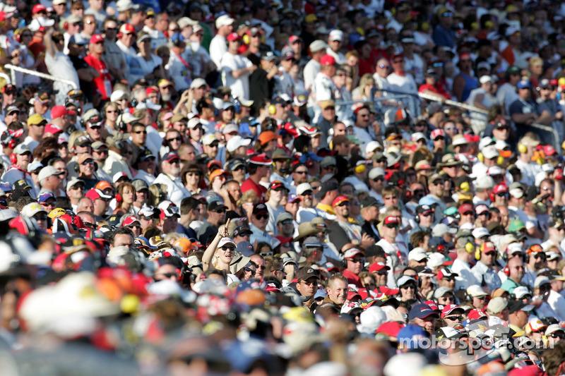 les fans de Las Vegas regardent la fin de la course