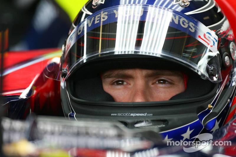 2007'de Toro Rosso'daki ilk değişiklik yaşandı. Scott Speed bir buçuk yıl sonra takımdan aniden gönderildi. Avrupa GP'sinde, Amerikalı pilot ve Franz Tost arasında tartışma çıktı ve takımdan gönderildi.