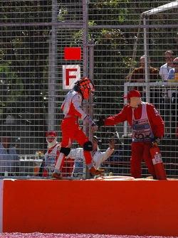 Unfall: Christijan Albers, Spyker F1 Team, F8-VII