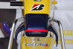 Front wing of  the Renault R27