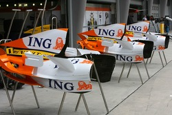Renault F1 Team, R27, Engine covers