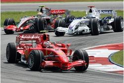 Kimi Raikkonen, Scuderia Ferrari, Nick Heidfeld, BMW Sauber F1 Team, Lewis Hamilton, McLaren Mercedes