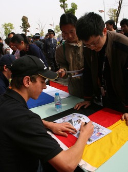 Autograph session: Christian Vietoris, Driver of A1Team Germany