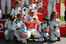 Vodafone Spain Go-Karting Challenge: Fernando Alonso, McLaren Mercedes with young Go-karters