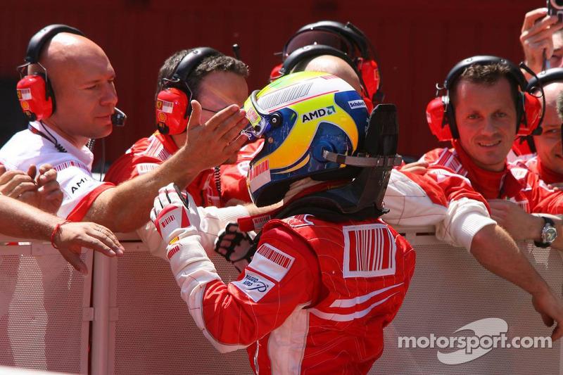 Felipe Massa, Scuderia Ferrari celebra su pole position con el equipo