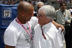 Roberto Carlos, Real Madrid, Football player in the Red Bull Racing garage and Bernie Ecclestone