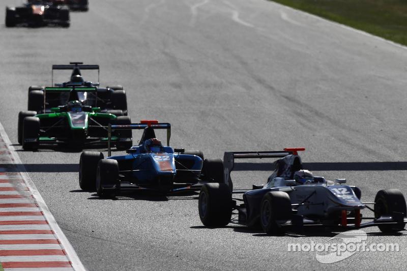 Маттхев Паррі, Koiranen GP лідирує  Ральф Бошунг, Jenzer Motorsport