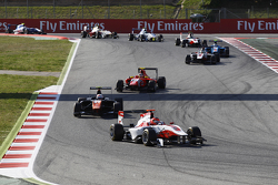 Esteban Ocon, ART Grand Prix, vor Luca Ghiotto, Trident, und Emil Bernstorff, Arden International, beim Restart