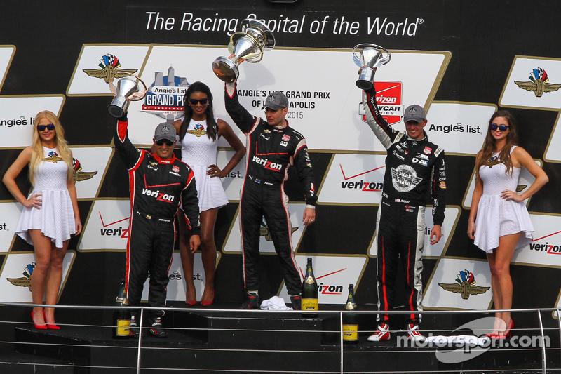 Podium: Race winner Will Power, Team Penske Chevrolet, second place Graham Rahal, Rahal Letterman La