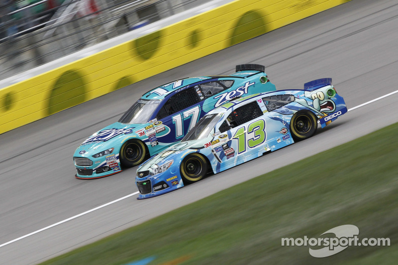 Ricky Stenhouse Jr., Roush Fenway Racing Ford and Casey Mears, Germain Racing Chevrolet