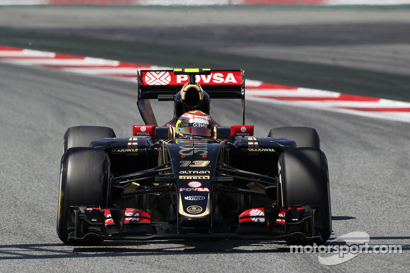 Pastor Maldonado, Lotus F1 E23 with a damaged rear wing