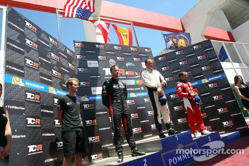 第一名,Michel Nykjaer, SEAT Leon, Target Competition;第二名,Kevin Gleason, 本田思域TCR, West Coast Racing,和第三名