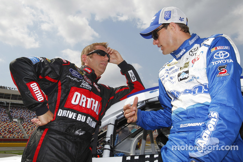 Greg Biffle, Roush Fenway Racing Ford and David Ragan, Michael Waltrip Racing Toyota