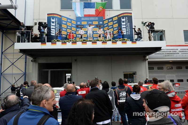 Race 2 Podium: Jose Maria Lopez and Yvan Muller, Citroën World Touring Car team and Tiago Monteiro,