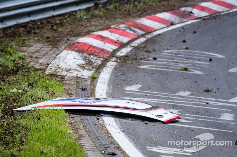 Conseguenze dell'incidente della #50 Aston Martin Test Centre Aston Martin GT12: Chris Harris, Shini