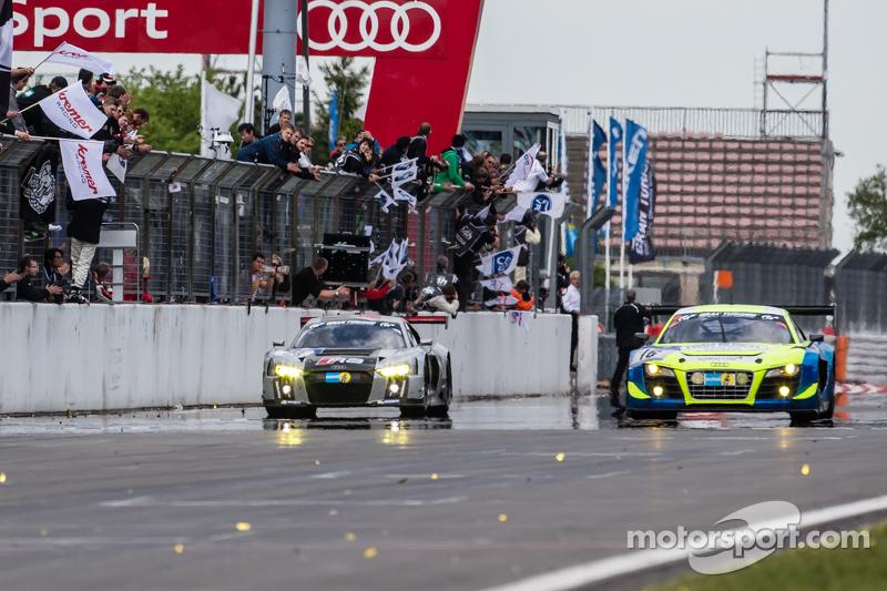 #28 Audi Sport Team WRT, Audi R8 LMS: Christopher Mies, Edward Sandström, Nico Müller, Laurens Vanthoor kreuzen die Ziellinie als Sieger