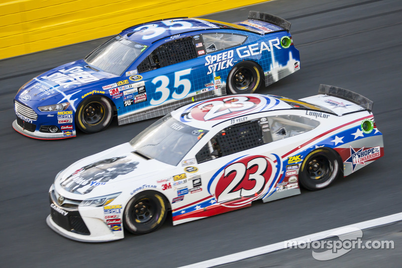 Cole Whitt, Front Row Motorsports, Ford, und J.J. Yeley, BK Racing, Toyota