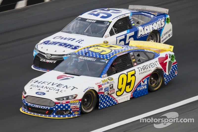 Michael McDowell, Leavine Family Racing, Ford, und David Ragan, Michael Waltrip Racing, Toyota