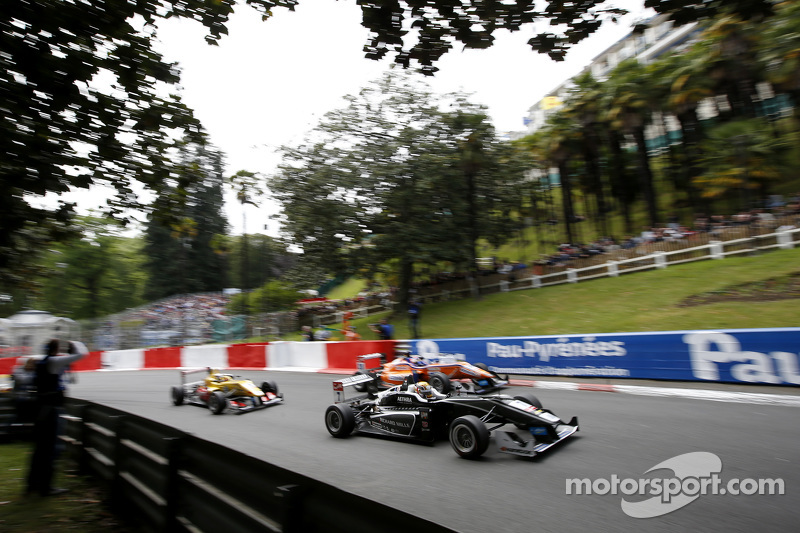 Charles Leclerc, Van Amersfoort Racing, Dallara Volkswagen; Maximilian Günther, Mücke Motorsport, Da