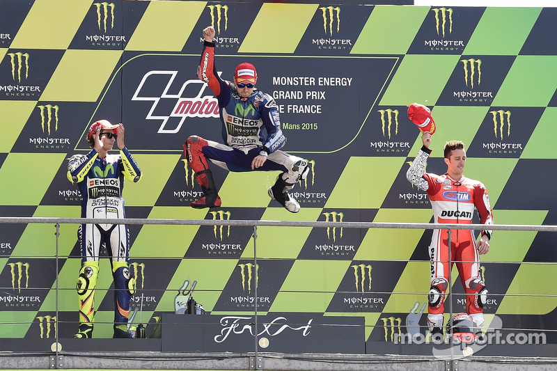 Podium: second place Valentino Rossi and winner Jorge Lorenzo, Yamaha Factory Racing and third place Andrea Dovizioso, Ducati Team