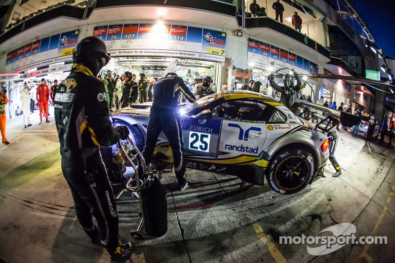 Pit stop untuk #25 Marc VDS Racing BMW Z4 GT3: Maxime Martin, Lucas Luhr, Markus Palttala, Richard