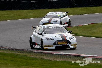 Motorbase-Testfahrten in Brands Hatch